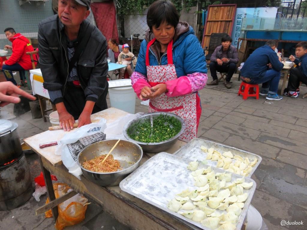 Pekin-jedzenie-na-ulicy-pierogi-JingShen-Market