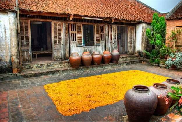 Ancient house in Duong Lam village