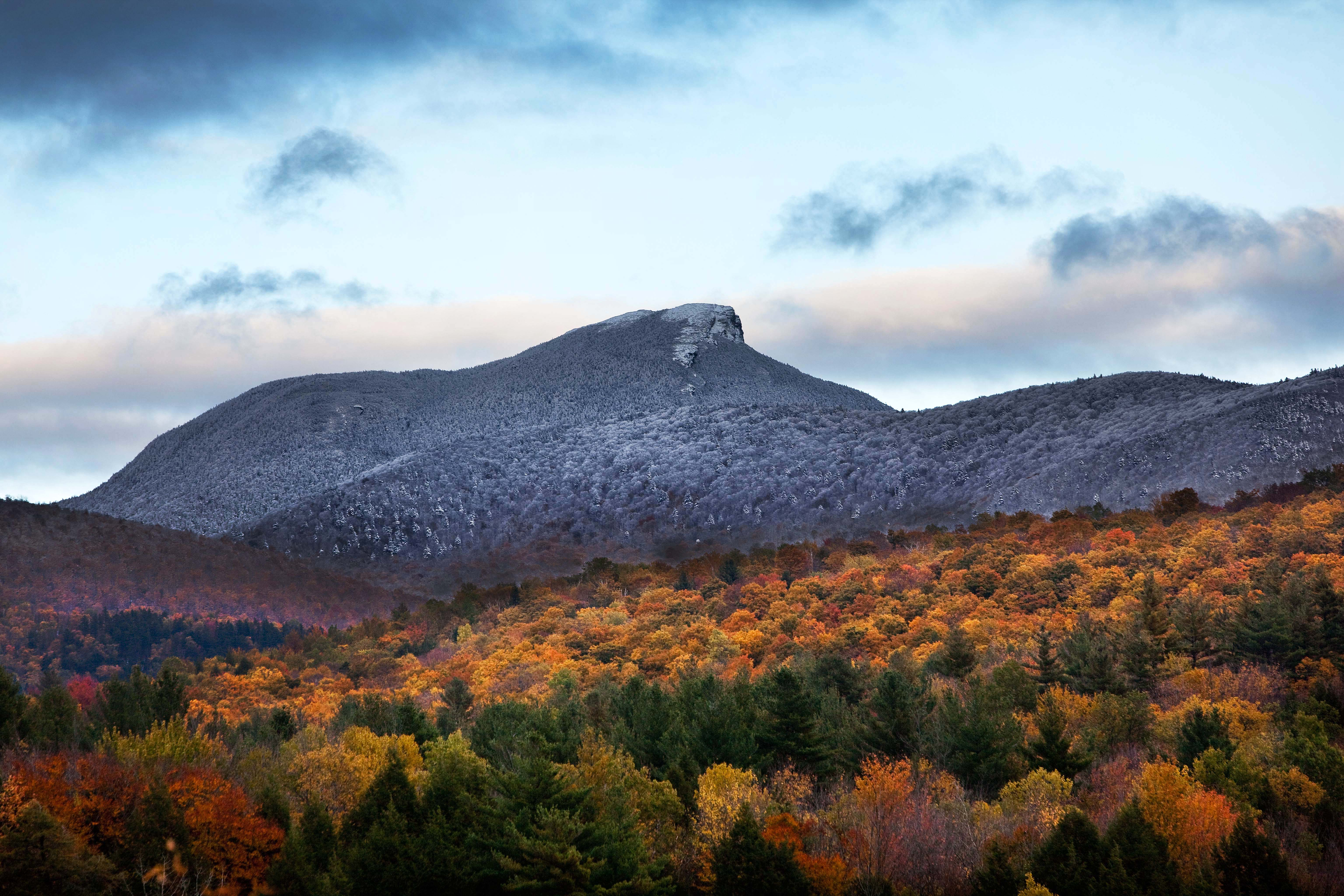 Burke Vt Fall Wallpaper Camels Hump In Huntington Vermont First Snow Dylan