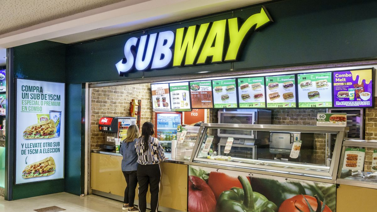 Resturant Stores Subway Closed More Than 1 000 Stores In The United States Last