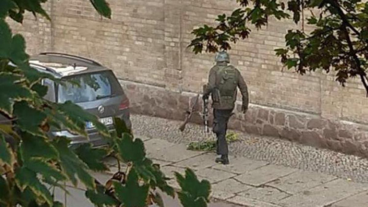 Badspiegel Jolled German Shooting 27 Year Old Arrested After Two Killed In