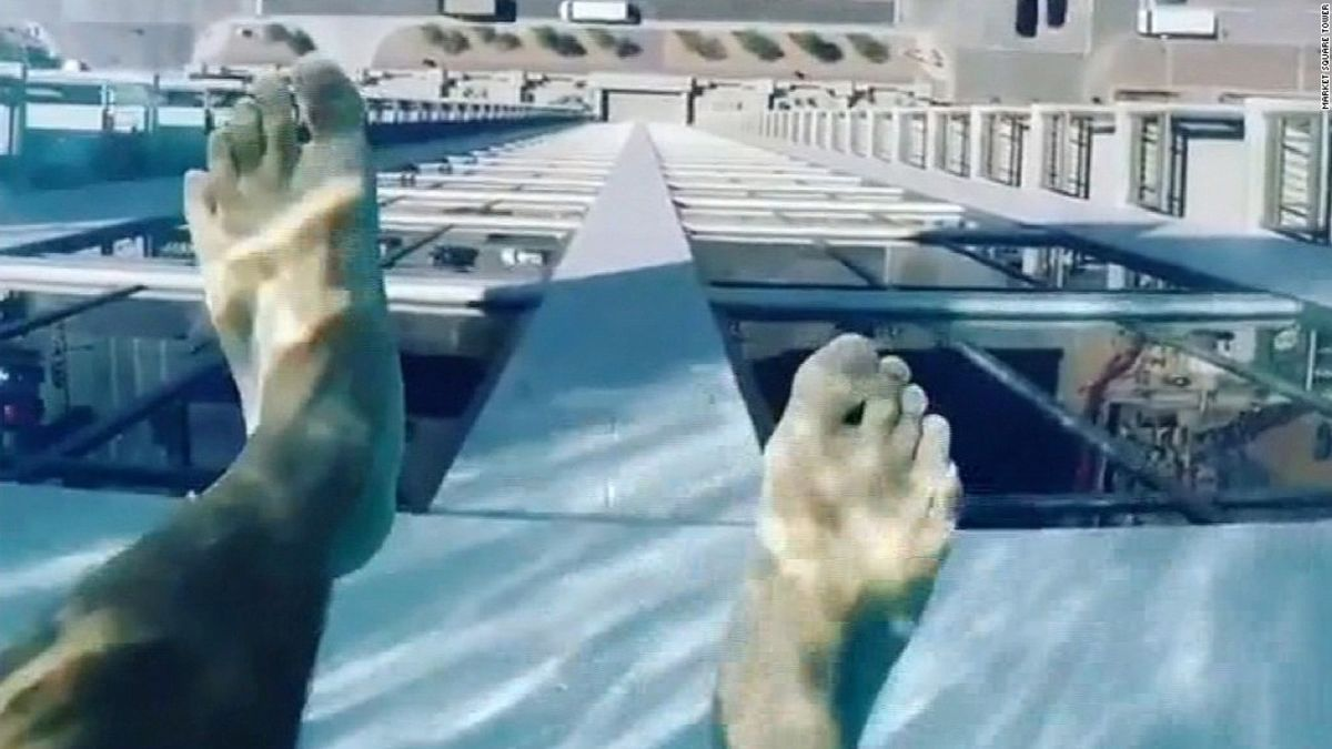 Glas Pool Glass Bottomed Pool 500 Feet Above Houston Cnn Travel