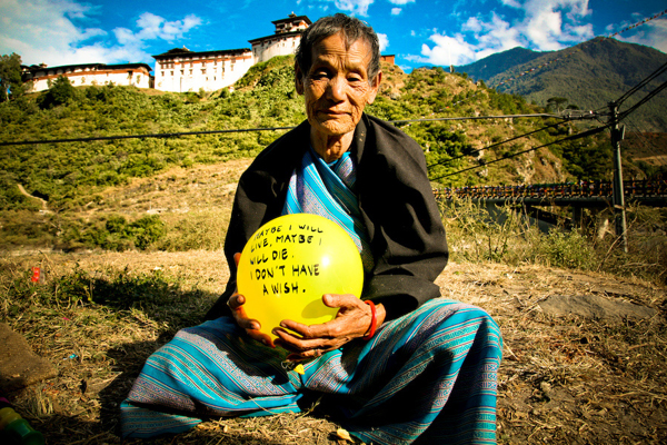 balloons-of-bhutan-by-jonathan-harris-04