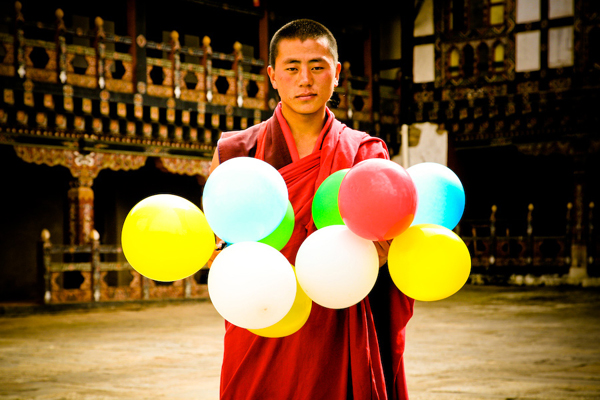 balloons-of-bhutan-by-jonathan-harris-05