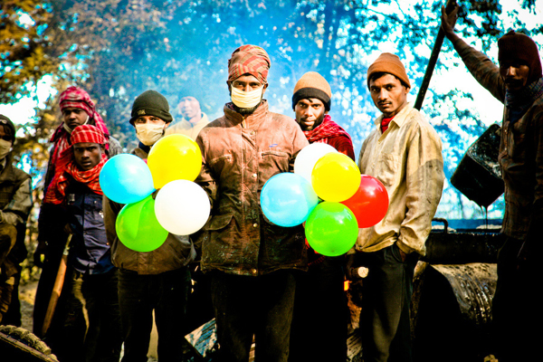 balloons-of-bhutan-by-jonathan-harris-06