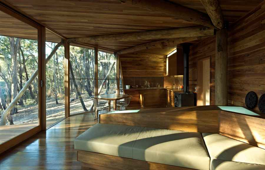 Boards And Beams Trunk House: Australian Rural Property, Central Highlands