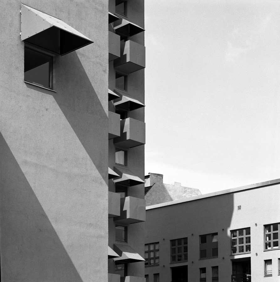 Häuser Im Bauhausstil Kreuzberg Tower, Berlin: John Hejduk Building - E-architect