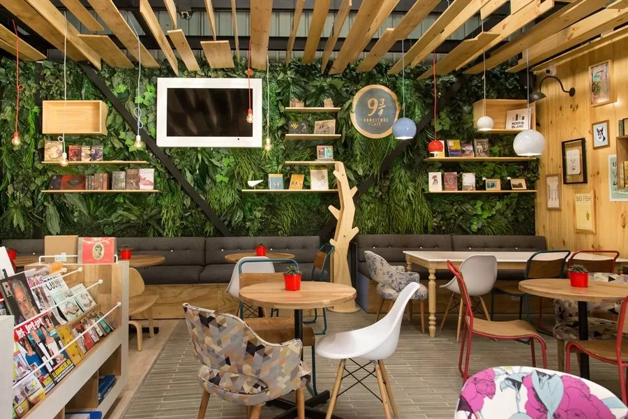 Desain Interior Warung Kopi Sederhana 9 ¾ Bookstore Cafe In Medellin - E-architect