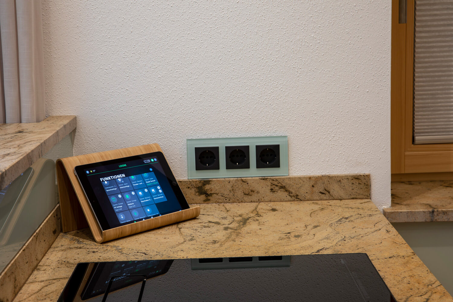 Smart Home Steuerung Modernes Wohnhaus Mit Smart Home Automatisation E Technic