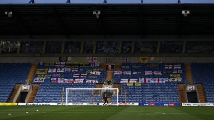 OXFORD, ENGLAND - OCTOBER 20: during the Sky Bet League One match between Oxford United and Milton Keynes Dons at Kassam Stadium on October 20, 2020 in Oxford, England. Sporting stadiums around the UK remain under strict restrictions due to the Coronavirus Pandemic as Government social distancing laws prohibit fans inside venues resulting in games being played behind closed doors. (Photo by Catherine Ivill/Getty Images)