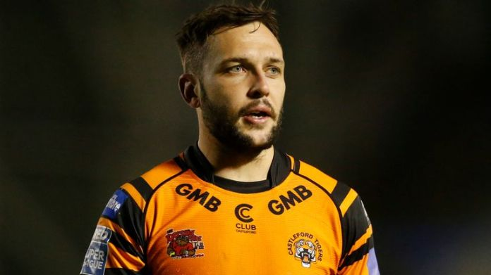 Gareth O'Brien will remain at Castleford Tigers until the end of 2023