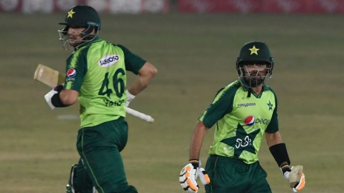 Haider Ali (L) and Babar Azam shared a second-wicket stand of exactly 100 for Pakistan