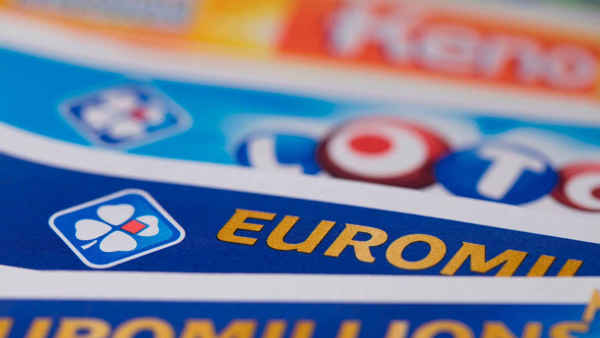 Lotto Euromillions Uk Ticket Holder Claims Entire 121 3m Euromillions Jackpot Uk