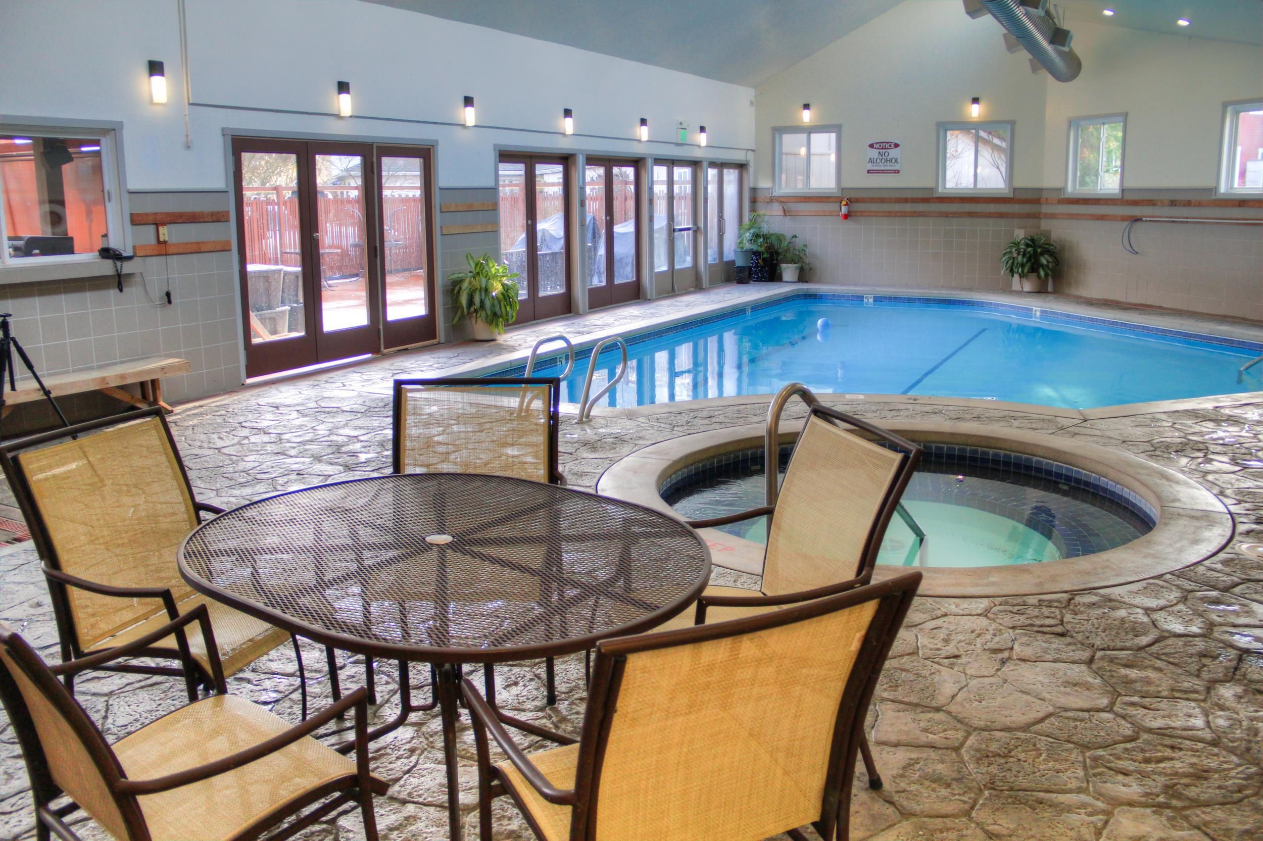 Zen Jacuzzi Pool With Exclusive Lounge San Juan Island Hotel With An Indoor Pool Friday Harbor