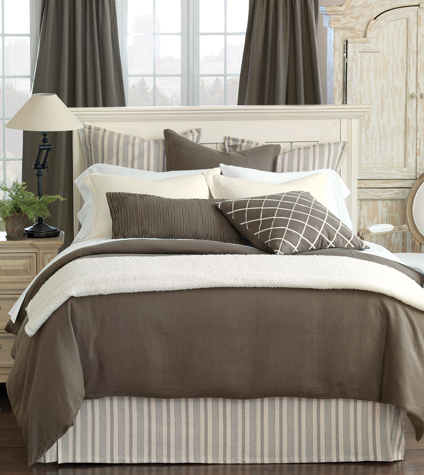 Classic Bedding Luxury Bedding By Eastern Accents - Breeze Classic Linen