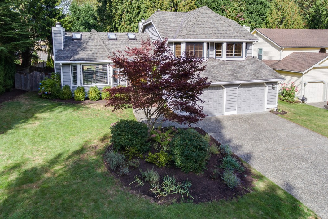 Wonderful tri level home on quiet street in rosewood on for Tri level house