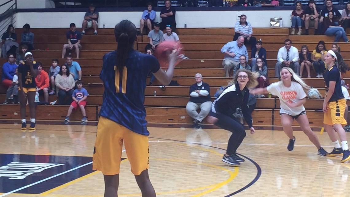 Women's Basketball hosts interactive open practice | East ...