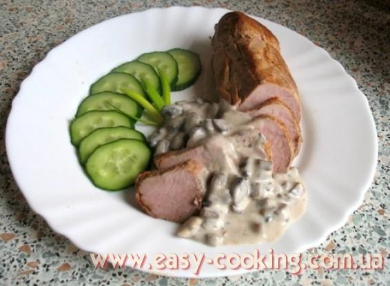 Ніжна свинина з грибною підливкою - Рецепти зі свинини - Кулінарний блог Катрусина кухня