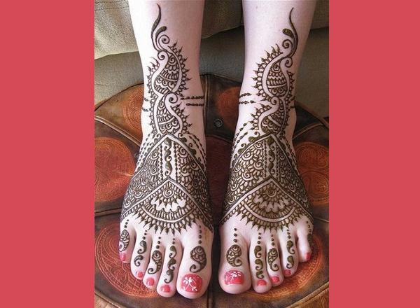 Arabic-Henna-Mehndi-Designs-for-Feet