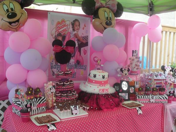 Minnie mouse baby shower decorations easyday for Baby minnie mouse decoration ideas