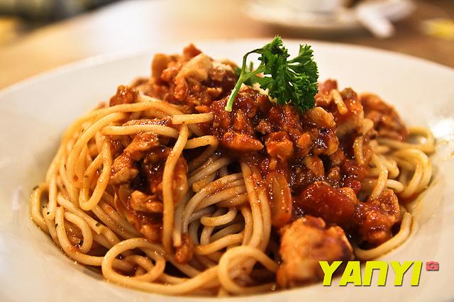 Italian Spaghetti with Chicken Bolognese Recipe