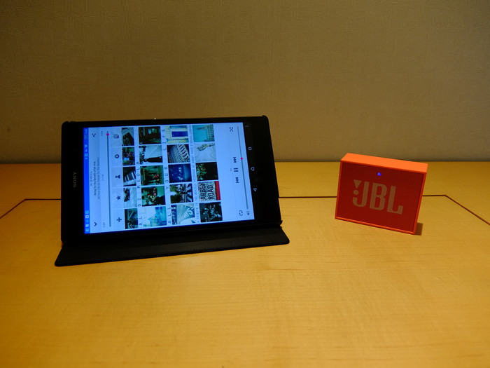 SONY Xperia Z3 Tablet Compact と JBL GO