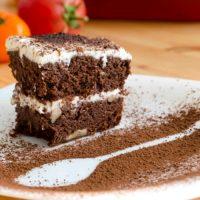 Ciasto pomidorowo - czekoladowe z orzechami włoskimi - bez mąki pszennej, bez dodatku tłuszczu i białego cukru