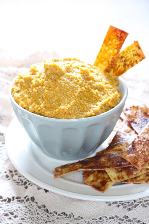 Pumpkin pie cheesecake dip is served with simple cinnamon chips made from lasagna sheets which mimic a pie crust. Perfect for fall parties | eatsomethingdelicious.com
