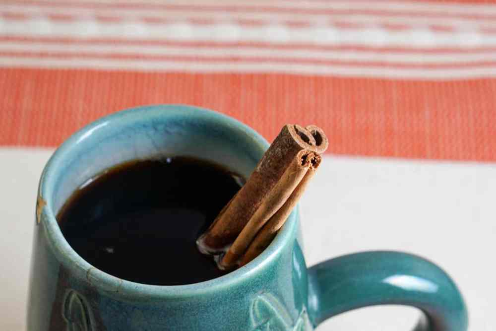 Natural Cinnamon Spiced Coffee Recipe - A truly healthy alternative to fall seasonal coffee drinks. Clean, healthy, sugar free and anti-oxidant full