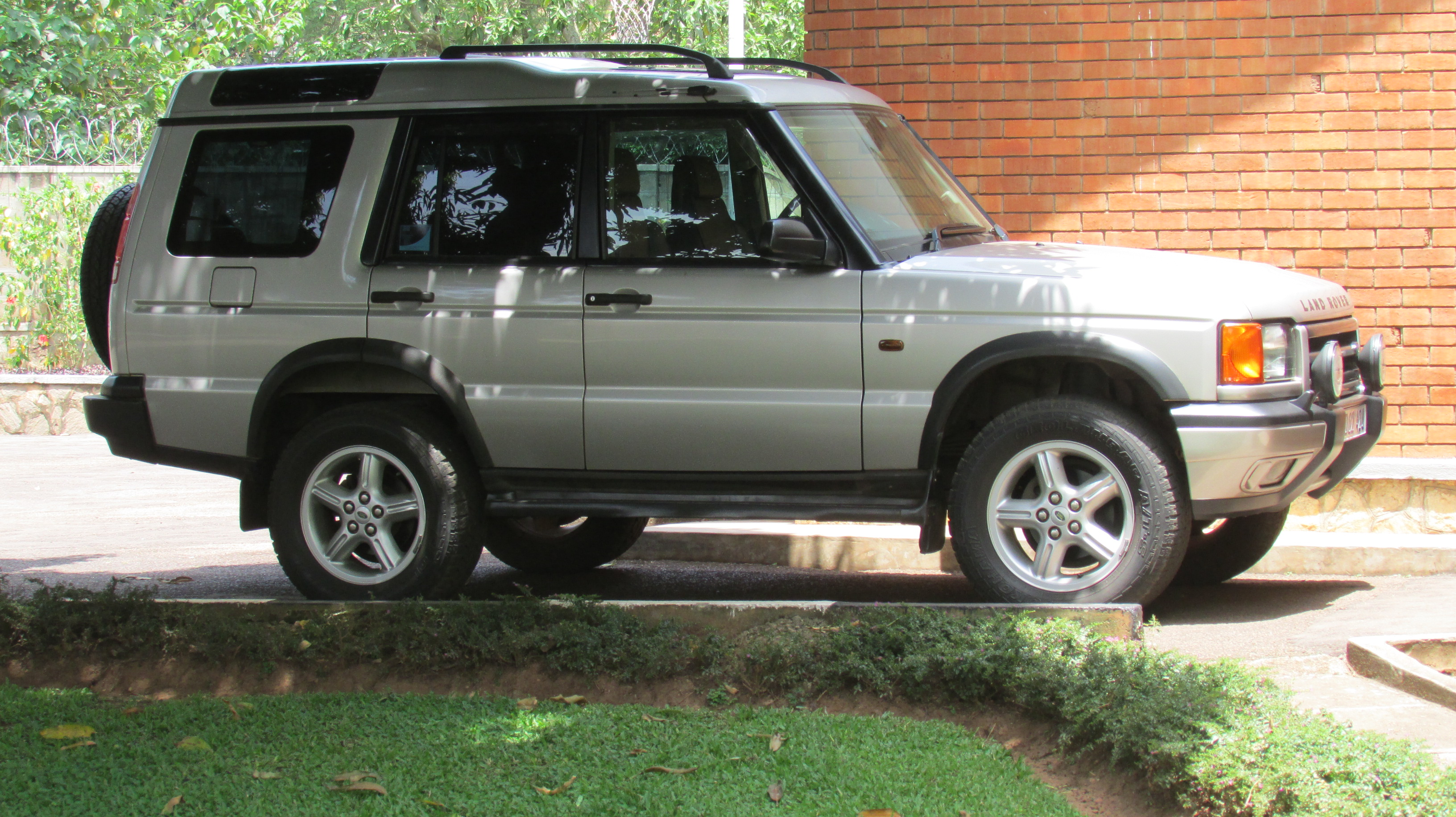 Garage Sale Rover 2000 Land Rover Discovery Series Ii Usd 8 500 Garage Sale Kampala