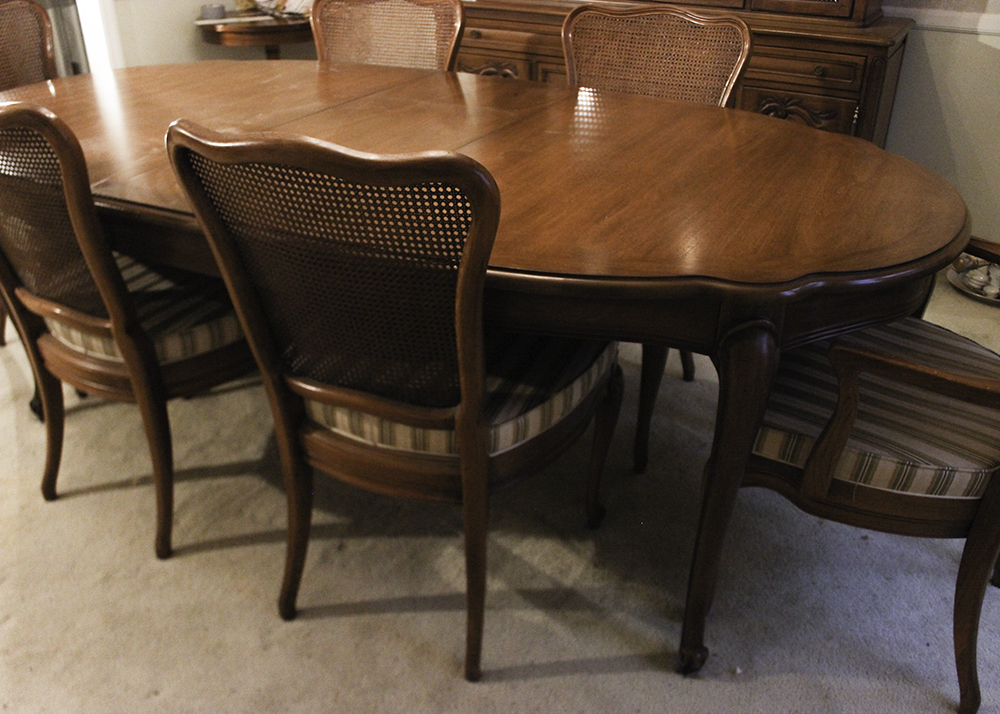White Furniture Co Dining Room Table And Chairs Ebth