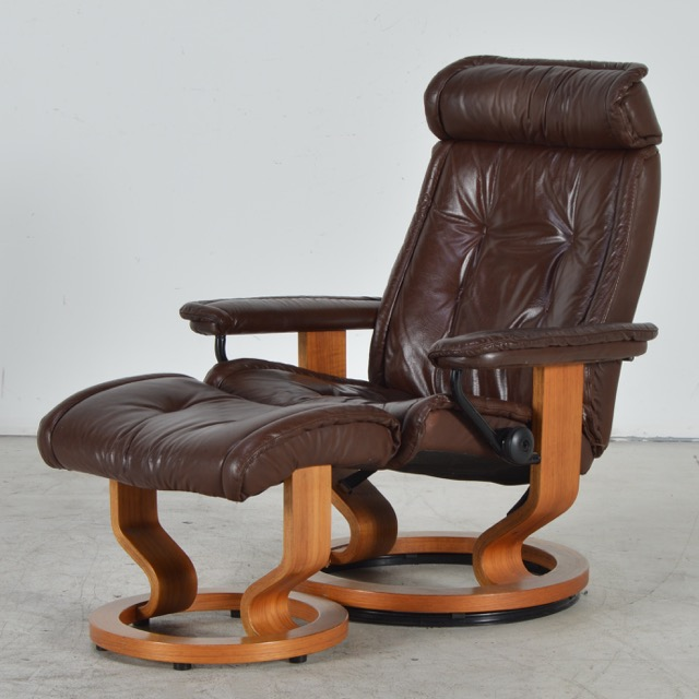 Vintage ekornes stressless brown leather recliner with ottoman ebth