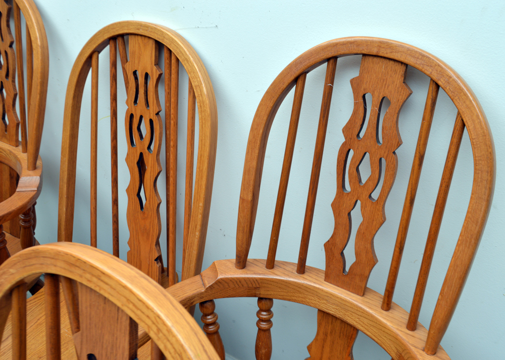 Set Of Windsor Style Oak Dining Chairs Ebth