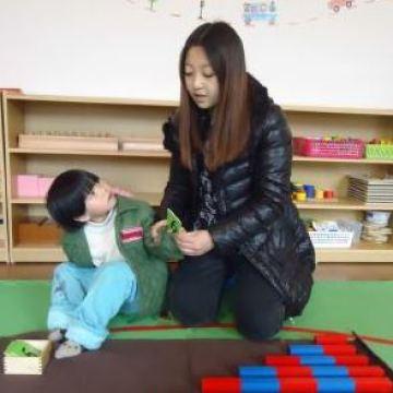 Ning-Yin-learning-numbers-using-manipulatives