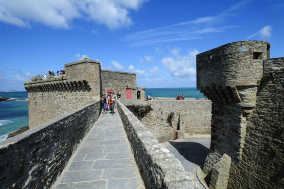 saint-malo-remparts_reference