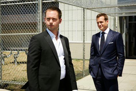 """SUITS -- """"The Hand That Feeds You"""" Episode 609 -- Pictured: (l-r) Patrick J. Adams as Michael Ross, Gabriel Macht as Harvey Specter -- (Photo by: Ian Watson/USA Network)"""
