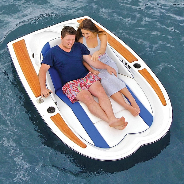 Electric Motorboat makes water-based activities eco-friendly