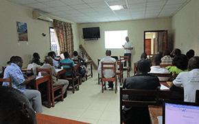 Dr_Farfan_impartiendo_clases