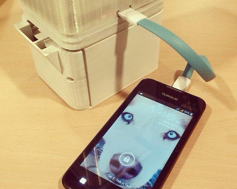 Carga de smartphone con lampara de sal