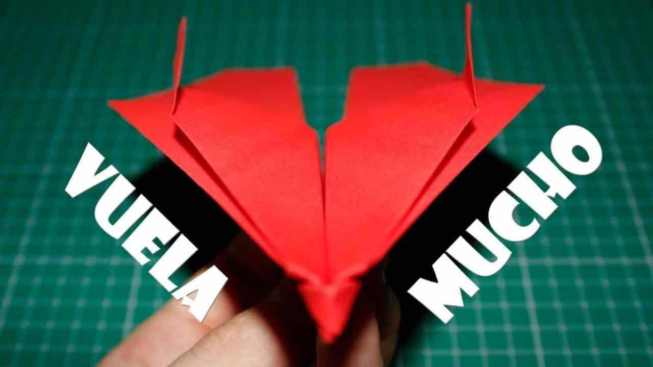 Cómo hacer un avión de papel que vuele mucho tiempo