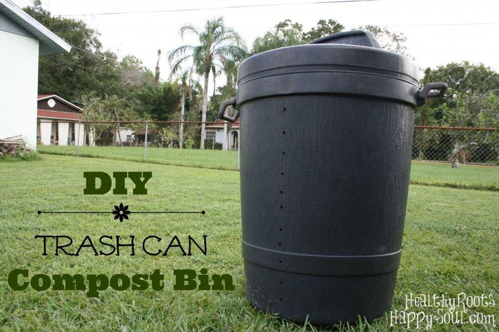 Compostadora con cubos de basura
