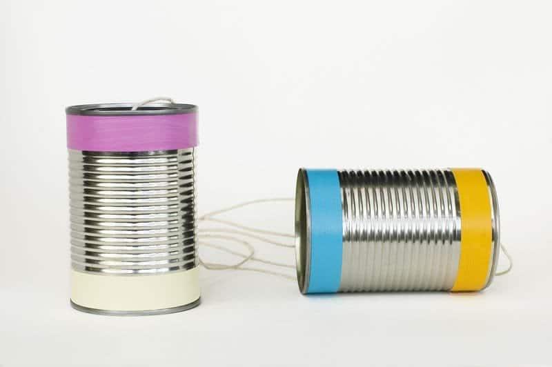 Cómo hacer un teléfono con latas