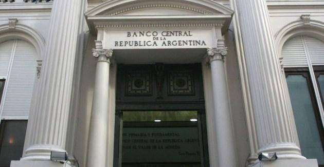 Bajar la deuda pública cerrando el BCRA