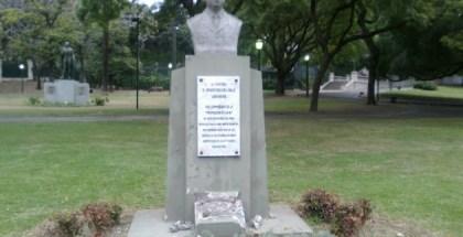monumento en homenaje al Coronel Argentino del Valle Larrabure