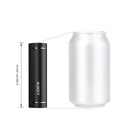 AUKEY Mini Batteria Portatile di 5000mAh per iPhone 6s/ 6/ 6 Plus, Galaxy S7/ S7 Edge/ Note 5, Kindle ecc., Ingresso 2A & Uscita 2A, Perfetto per il Viaggio e le Vacanze (Nero)