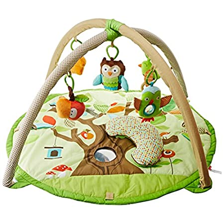 Skip Hop Treetop Friends Activity Gym Lots to do and see in the Treetop! Our adorable Activity Gym features soft linen and patterned arches and includes a matching supportive Tummy Time pillow. Five hanging toys attach to 13 easy-to-hang loops offer...