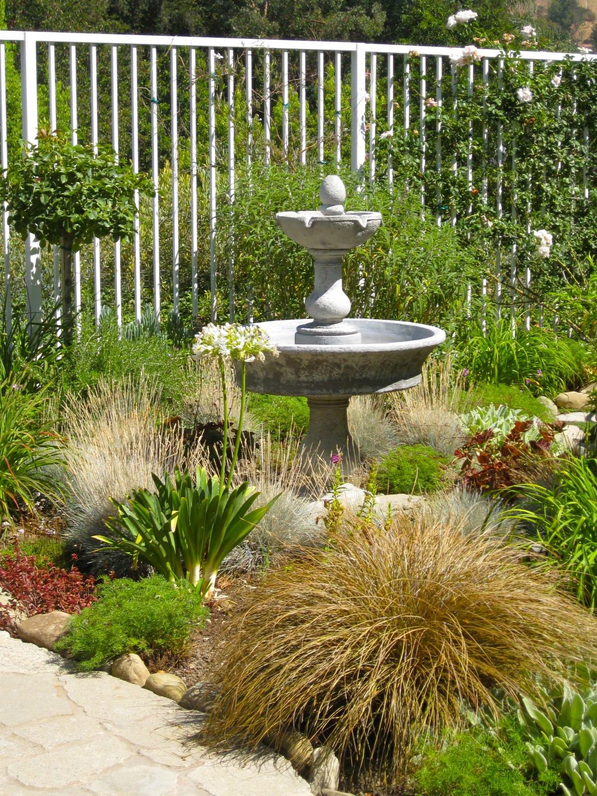 Plantas para un jard n o balc n con mucho sol el blog for Jardines grandes