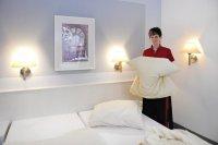 Hotel Fabrice, Bad Klosterlausnitz - Compare Deals