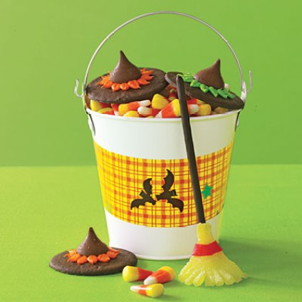 Halloween treats from store bought candy and cookies for Easy kid friendly halloween treats