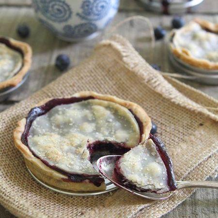 Mason jar lid blueberry pie